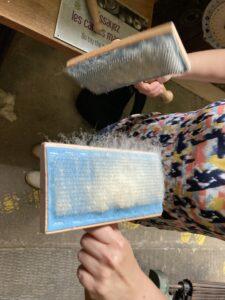 Cardage manuel de la laine